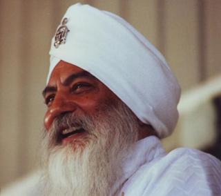 Yogi-Bhajan-sorriso